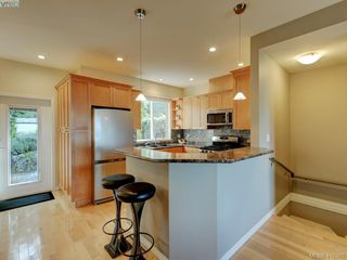 Photo 7: 848 Rainbow Crescent in VICTORIA: SE High Quadra Row/Townhouse for sale (Saanich East)  : MLS®# 410365