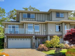 Photo 1: 848 Rainbow Cres in VICTORIA: SE High Quadra Row/Townhouse for sale (Saanich East)  : MLS®# 813418