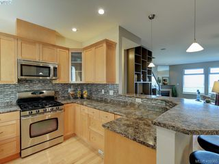 Photo 5: 848 Rainbow Crescent in VICTORIA: SE High Quadra Row/Townhouse for sale (Saanich East)  : MLS®# 410365