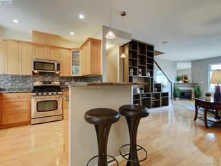 Photo 6: 848 Rainbow Crescent in VICTORIA: SE High Quadra Row/Townhouse for sale (Saanich East)  : MLS®# 410365