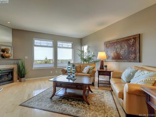 Photo 3: 848 Rainbow Crescent in VICTORIA: SE High Quadra Row/Townhouse for sale (Saanich East)  : MLS®# 410365