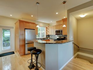 Photo 9: 848 Rainbow Cres in VICTORIA: SE High Quadra Row/Townhouse for sale (Saanich East)  : MLS®# 813418