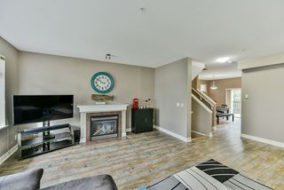"""Photo 3: 26 19932 70 Avenue in Langley: Willoughby Heights Townhouse for sale in """"Summerwood"""" : MLS®# R2414284"""