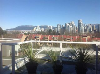 Photo 4: 2251 OAK Street in Vancouver: Fairview VW Townhouse for sale (Vancouver West)  : MLS®# R2439242