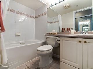 """Photo 15: 2003 612 SIXTH Street in New Westminster: Uptown NW Condo for sale in """"WOODWARD"""" : MLS®# R2472941"""