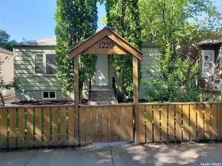 Photo 1: 1229 E Avenue North in Saskatoon: Mayfair Residential for sale : MLS®# SK826186