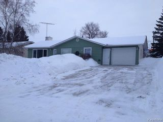 Photo 1: 37 Beaver Crescent in STEINBACH: Manitoba Other Residential for sale : MLS®# 1402887