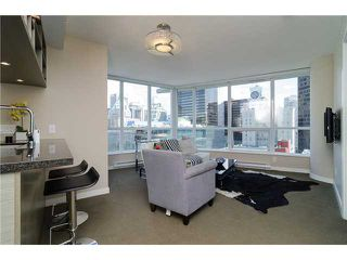 "Photo 1: 1311 833 SEYMOUR Street in Vancouver: Downtown VW Condo for sale in ""CAPITOL RESIDENCES"" (Vancouver West)  : MLS®# V1093170"