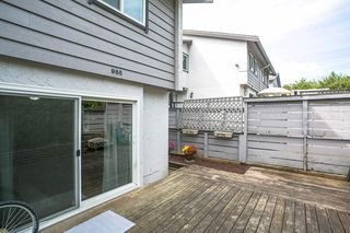 "Photo 15: 985 HOWIE Avenue in Coquitlam: Central Coquitlam Townhouse for sale in ""OAKWOOD"" : MLS®# R2202056"