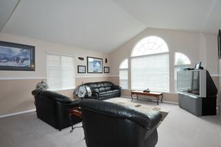 Photo 2: 33094 HAWTHORNE AVENUE in Mission: Mission BC House for sale : MLS®# R2180072