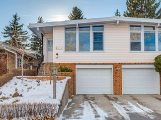 Photo 3: 2611 CANMORE RD NW in Calgary: Banff Trail House for sale : MLS®# C4146643