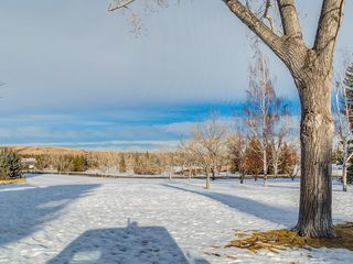 Photo 2: 2611 CANMORE RD NW in Calgary: Banff Trail House for sale : MLS®# C4146643