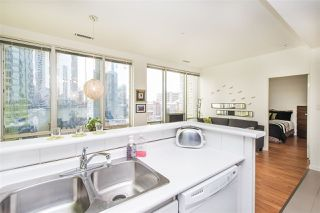 """Photo 10: 703 989 NELSON Street in Vancouver: Downtown VW Condo for sale in """"ELECTRA"""" (Vancouver West)  : MLS®# R2260533"""