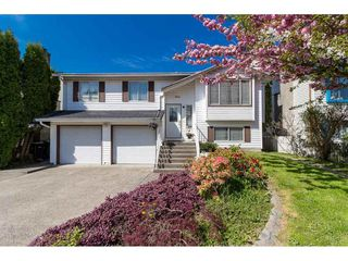 """Photo 1: 9212 209A Crescent in Langley: Walnut Grove House for sale in """"Walnut Grove"""" : MLS®# R2271718"""