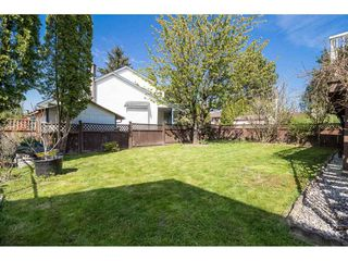 """Photo 16: 9212 209A Crescent in Langley: Walnut Grove House for sale in """"Walnut Grove"""" : MLS®# R2271718"""