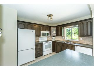 """Photo 5: 9212 209A Crescent in Langley: Walnut Grove House for sale in """"Walnut Grove"""" : MLS®# R2271718"""