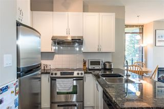 Photo 6: 705 6823 STATION HILL Drive in Burnaby: South Slope Condo for sale (Burnaby South)  : MLS®# R2326962