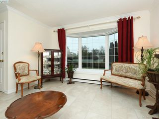 Photo 2: 7984 Lochside Drive in SAANICHTON: CS Turgoose Single Family Detached for sale (Central Saanich)  : MLS®# 404958