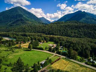 Photo 4: 46751 CHILLIWACK LAKE Road in Chilliwack: Chilliwack River Valley House for sale (Sardis)  : MLS®# R2476789