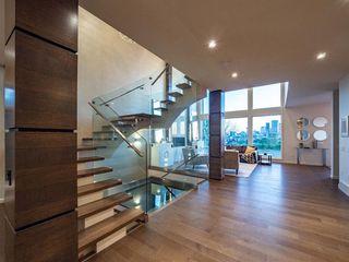 Photo 5: 122 13 Street NE in Calgary: Bridgeland/Riverside Detached for sale : MLS®# A1020453