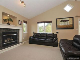 Photo 2: 104 Thetis Vale Cres in VICTORIA: VR Six Mile House for sale (View Royal)  : MLS®# 656097