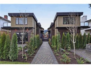Photo 1: 2 234 E 18TH Street in North Vancouver: Central Lonsdale House 1/2 Duplex for sale : MLS®# V1116696