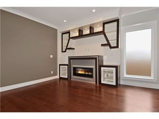 Photo 2: 2 234 E 18TH Street in North Vancouver: Central Lonsdale House 1/2 Duplex for sale : MLS®# V1116696