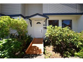 Photo 2: 19 1741 McKenzie Avenue in VICTORIA: SE Mt Tolmie Townhouse for sale (Saanich East)  : MLS®# 367753