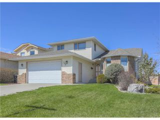 Photo 1: 208 Wood Valley Bay SW: Calgary House for sale : MLS®# c4113660