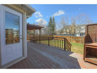Photo 2: 208 Wood Valley Bay SW: Calgary House for sale : MLS®# c4113660