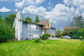 Photo 1: 415 EAGLE Street: Harrison Hot Springs House for sale : MLS®# R2213033