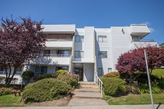 """Main Photo: 305 1341 GEORGE Street: White Rock Condo for sale in """"OCEANVIEW"""" (South Surrey White Rock)  : MLS®# R2215870"""