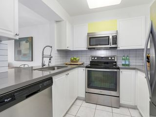 Photo 12: 211 2105 West 42nd Ave in The Brownstone: Home for sale