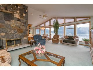 Photo 8: 6969 ROCKWELL Drive: Harrison Hot Springs House for sale : MLS®# R2260314