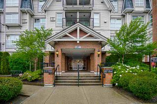 "Photo 4: 403 17769 57 Avenue in Surrey: Cloverdale BC Condo for sale in ""Clover Down Estates"" (Cloverdale)  : MLS®# R2261769"