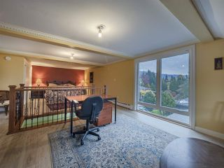 Photo 11: 836 ESQUIMALT Avenue in West Vancouver: Sentinel Hill House for sale : MLS®# R2320954