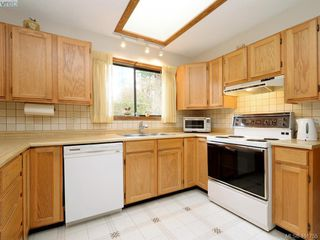Photo 11: 4403 Robinwood Dr in VICTORIA: SE Gordon Head Single Family Detached for sale (Saanich East)  : MLS®# 801757