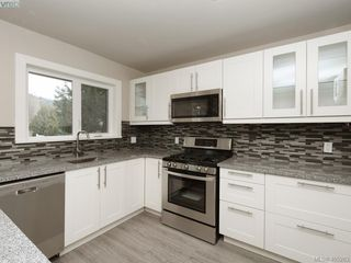 Photo 5: 3590 Shelbourne St in VICTORIA: SE Cedar Hill House for sale (Saanich East)  : MLS®# 805260