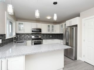 Photo 3: 3590 Shelbourne St in VICTORIA: SE Cedar Hill House for sale (Saanich East)  : MLS®# 805260