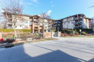 Photo 2: 204 300 KLAHANIE Drive in Port Moody: Port Moody Centre Condo for sale : MLS®# R2340249