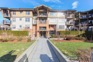 Photo 1: 204 300 KLAHANIE Drive in Port Moody: Port Moody Centre Condo for sale : MLS®# R2340249
