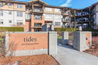 Photo 3: 204 300 KLAHANIE Drive in Port Moody: Port Moody Centre Condo for sale : MLS®# R2340249