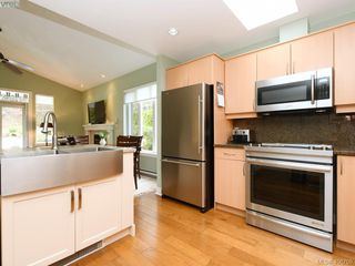 Photo 3: 762 Hill Rise Lane in VICTORIA: SE Cordova Bay Townhouse for sale (Saanich East)  : MLS®# 406708