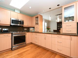 Photo 2: 762 Hill Rise Lane in VICTORIA: SE Cordova Bay Townhouse for sale (Saanich East)  : MLS®# 406708
