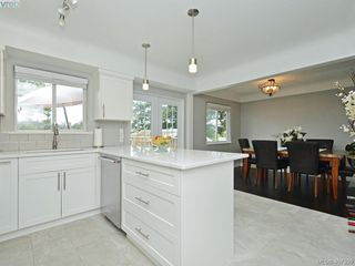 Photo 7: 593 Agnes Street in VICTORIA: SW Glanford Half Duplex for sale (Saanich West)  : MLS®# 407399