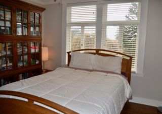 Photo 9: 402 LYON Place in North Vancouver: Central Lonsdale House for sale : MLS®# R2356670
