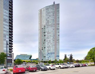Main Photo: 701 13618 100 Avenue in Surrey: Whalley Condo for sale (North Surrey)  : MLS®# R2371952