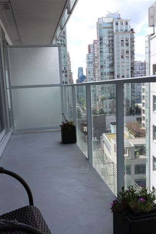"Photo 10: 1203 777 RICHARDS Street in Vancouver: Downtown VW Condo for sale in ""TELUS GARDEN"" (Vancouver West)  : MLS®# R2380210"