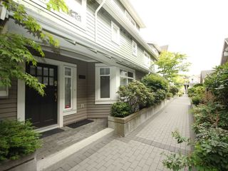 "Photo 1: 5358 LARCH Street in Vancouver: Kerrisdale Townhouse for sale in ""Larchwood"" (Vancouver West)  : MLS®# R2382346"