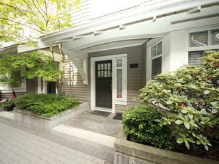 "Photo 2: 5358 LARCH Street in Vancouver: Kerrisdale Townhouse for sale in ""Larchwood"" (Vancouver West)  : MLS®# R2382346"